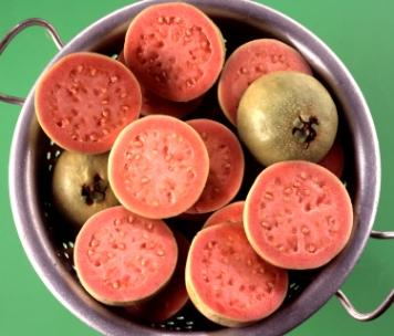 https://cf.ltkcdn.net/vitamins/images/slide/124087-356x304-Guava.jpg