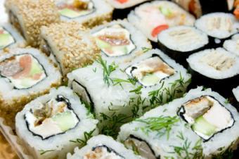 https://cf.ltkcdn.net/vitamins/images/slide/124096-425x282-Sushi.jpg