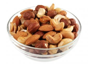 https://cf.ltkcdn.net/vitamins/images/slide/124243-811x592-Nuts.jpg