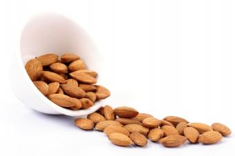 https://cf.ltkcdn.net/vitamins/images/slide/124302-849x565-Almonds.jpg