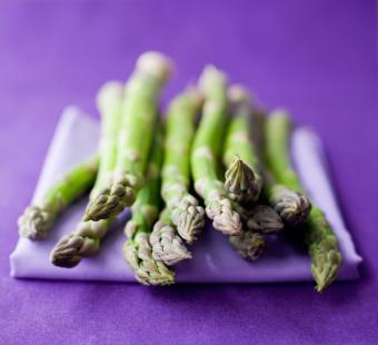 https://cf.ltkcdn.net/vitamins/images/slide/124303-726x661-asparagus.jpg