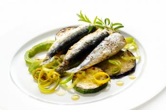 https://cf.ltkcdn.net/vitamins/images/slide/127539-850x563r1-Grilled-Sardines.jpg