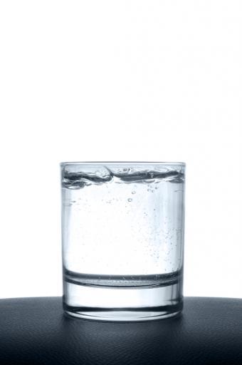 https://cf.ltkcdn.net/vitamins/images/slide/130011-565x850r1-thirst.jpg