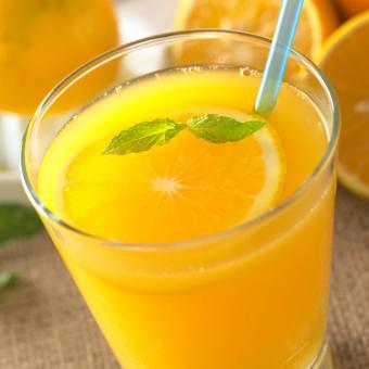 https://cf.ltkcdn.net/vitamins/images/slide/141776-693x693-OrangeJuice.jpg