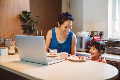 Mom & child using laptop