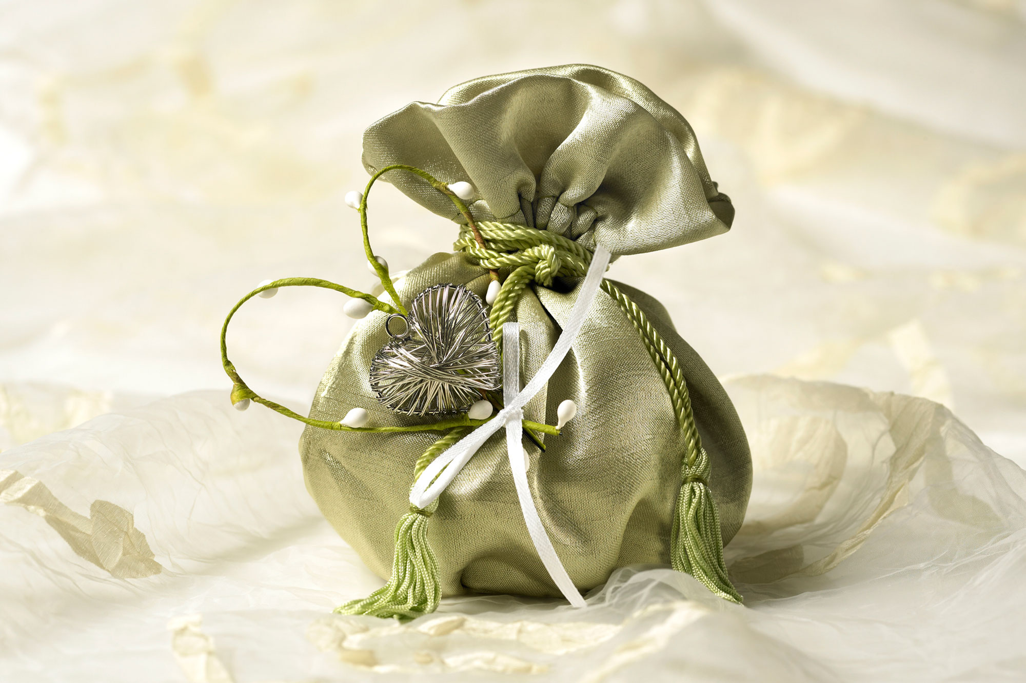 Finding the Perfect Wedding Favor Charms | LoveToKnow