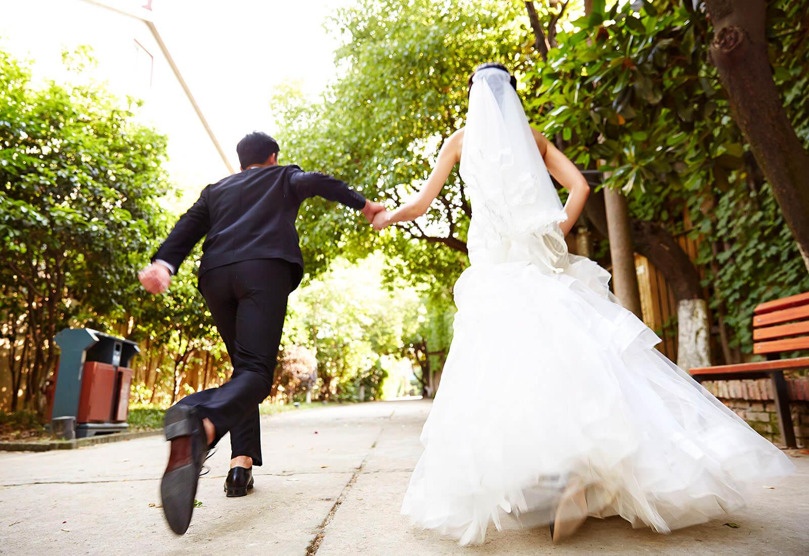 Expert Tips on Planning a Last-Minute Wedding | LoveToKnow
