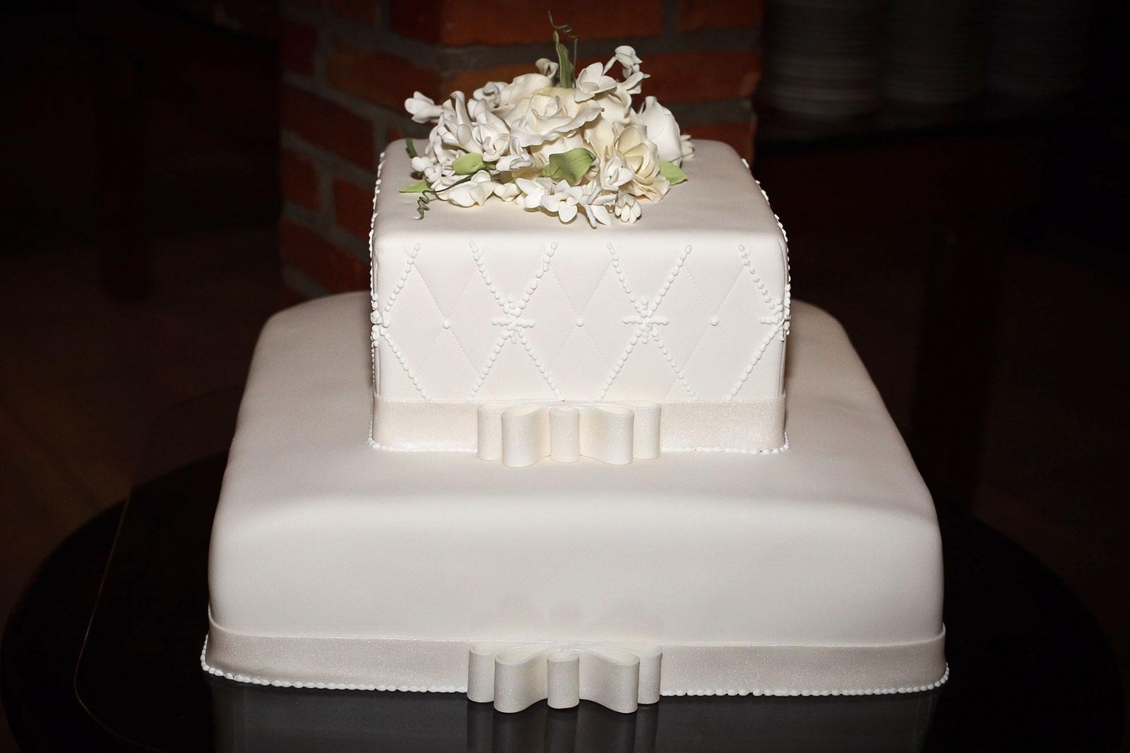 Ideas For Square Wedding Cakes Lovetoknow