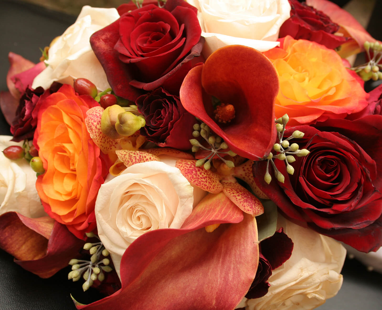 fall-wedding-bouquet-ideas.jpg