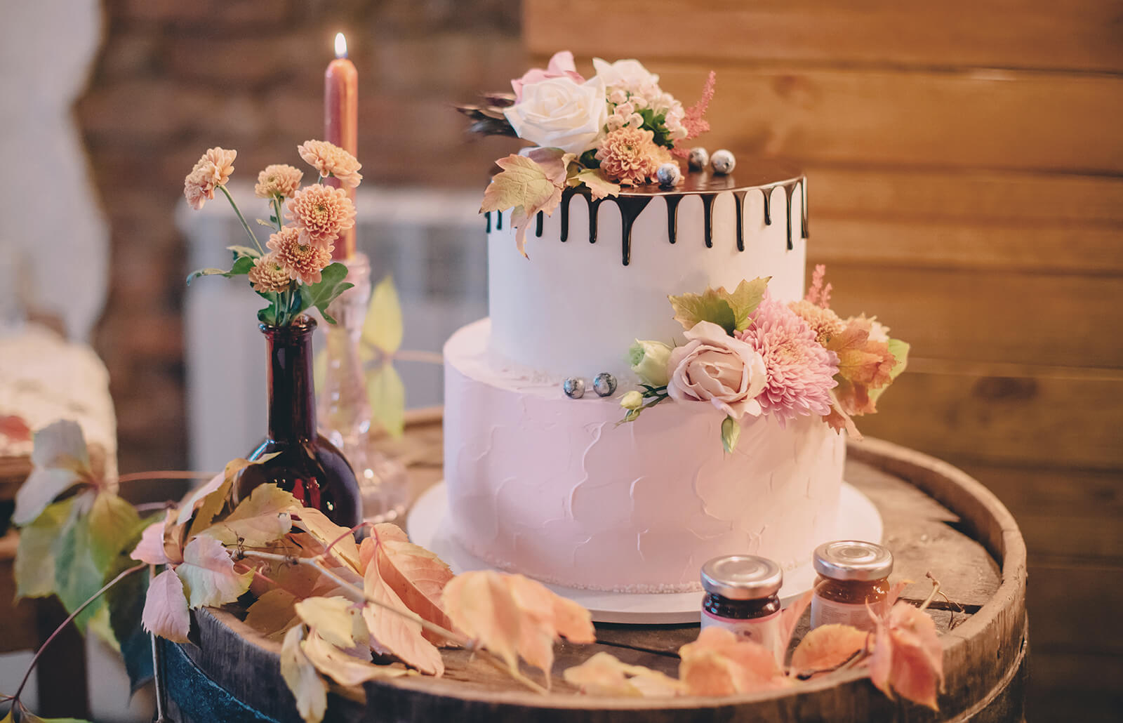 How to Decorate Fall Wedding Cakes | LoveToKnow