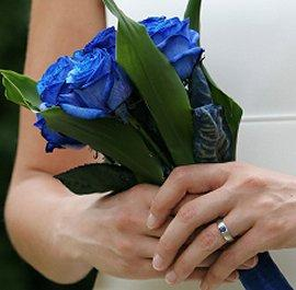https://cf.ltkcdn.net/weddings/images/slide/105953-270x265-blueflower3.jpg