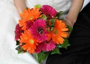 Pictures of Gerber Daisy Wedding Bouquets | LoveToKnow