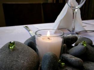 https://cf.ltkcdn.net/weddings/images/slide/106092-314x235-eco-table.jpg