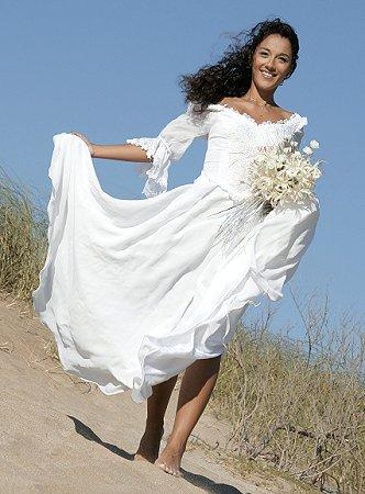https://cf.ltkcdn.net/weddings/images/slide/106191-332x450-bchdress6.jpg
