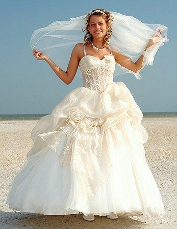 https://cf.ltkcdn.net/weddings/images/slide/106196-347x450-bchdress4.jpg