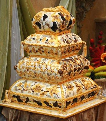 If there is one thing that a gallery of crazy wedding cakes will show