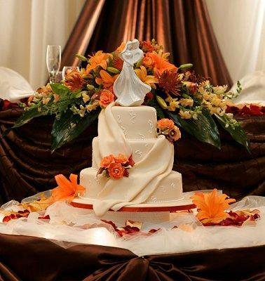 Table Setting For A Fall Wedding & Autumn Wedding Cake Table - 5000+ Simple Wedding Cakes