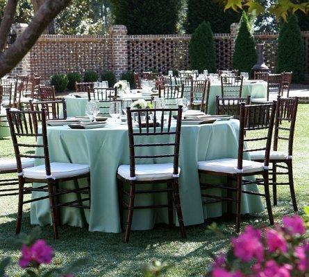 https://cf.ltkcdn.net/weddings/images/slide/106637-445x400-outdoor1.jpg