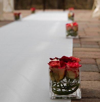 https://cf.ltkcdn.net/weddings/images/slide/106639-392x400-outdoor12.jpg