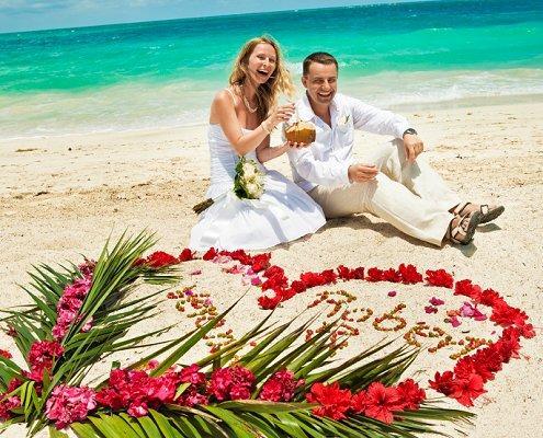https://cf.ltkcdn.net/weddings/images/slide/106644-495x400-outdoor18.jpg