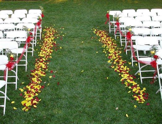 https://cf.ltkcdn.net/weddings/images/slide/106645-522x400-outdoor15.jpg