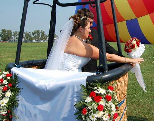 https://cf.ltkcdn.net/weddings/images/slide/106646-511x400-outdoor14.jpg