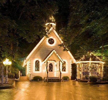 https://cf.ltkcdn.net/weddings/images/slide/106650-435x400-outdoor9.jpg