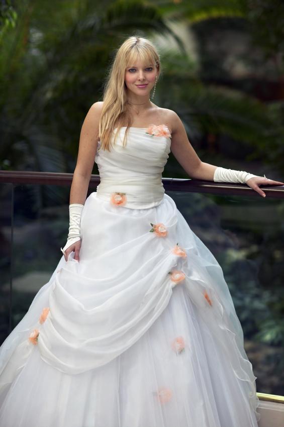 Outdoor Wedding Dresses | LoveToKnow