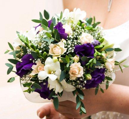 Purple wedding flowers lovetoknow purple wedding flowers junglespirit Images