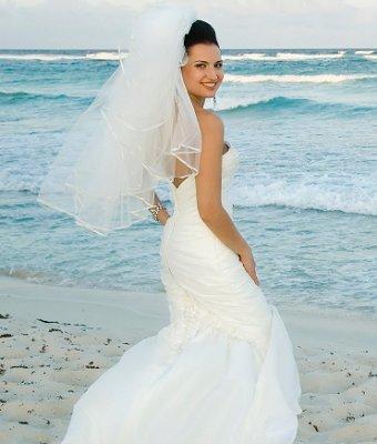 https://cf.ltkcdn.net/weddings/images/slide/106874-340x400-beachidea9.jpg