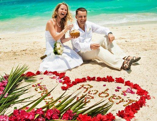 https://cf.ltkcdn.net/weddings/images/slide/106878-516x400-beachidea2.jpg