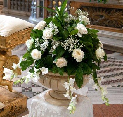 White wedding flowers lovetoknow mightylinksfo