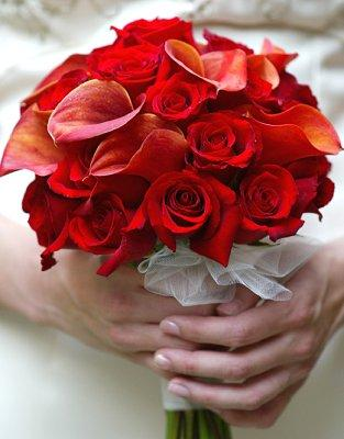 https://cf.ltkcdn.net/weddings/images/slide/107063-313x400-redbouquet8.jpg