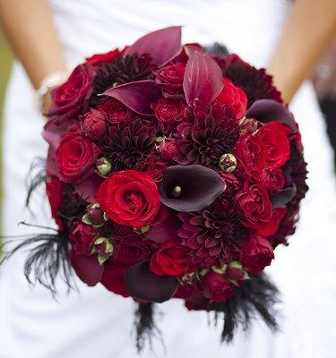 https://cf.ltkcdn.net/weddings/images/slide/107066-375x400-redbouquet3.jpg