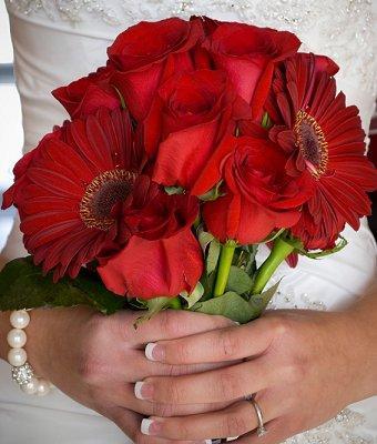 https://cf.ltkcdn.net/weddings/images/slide/107071-340x400-redbouquet7.jpg
