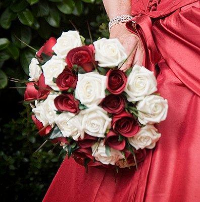 https://cf.ltkcdn.net/weddings/images/slide/107073-396x400-redbouquet5.jpg
