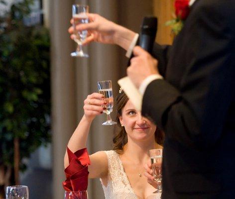 https://cf.ltkcdn.net/weddings/images/slide/128055-472x400-receptionact2.jpg