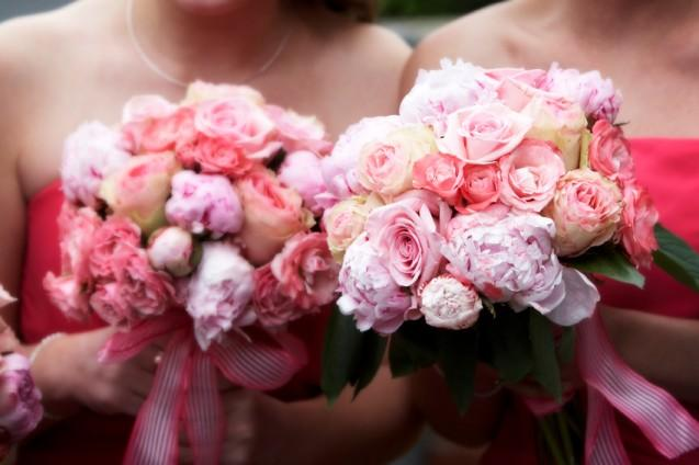 https://cf.ltkcdn.net/weddings/images/slide/143006-637x424r1-Bridesmaid-Bouquets1.jpg