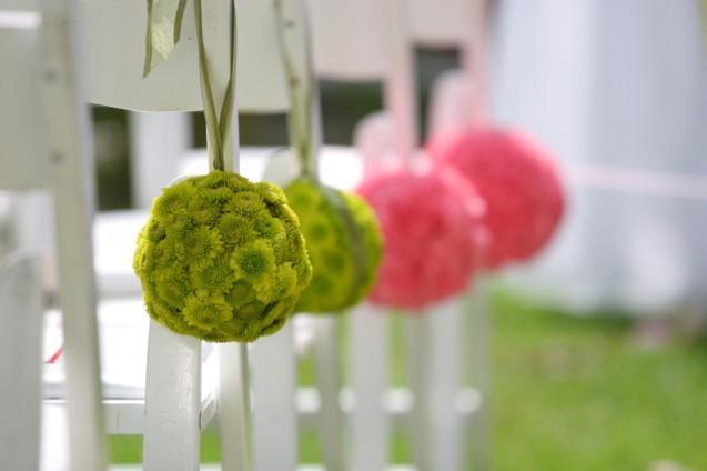 https://cf.ltkcdn.net/weddings/images/slide/143010-637x424r1-Flower-Balls1.jpg