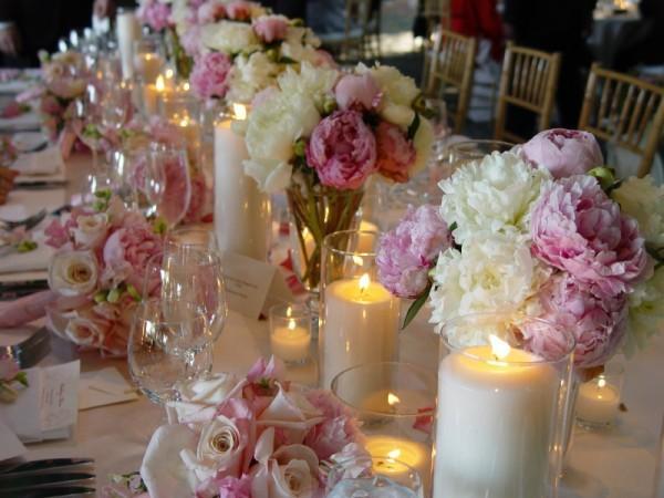https://cf.ltkcdn.net/weddings/images/slide/143013-600x450-Head-Table-Bouquets1.jpg