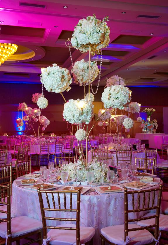 Pictures of modern wedding centerpieces lovetoknow tall floral centerpiece junglespirit Image collections