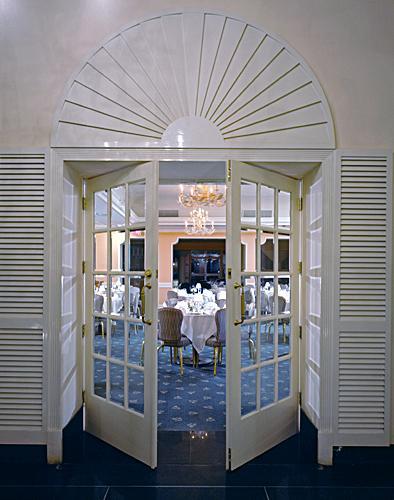 https://cf.ltkcdn.net/weddings/images/slide/148998-394x500-Make-an-Entrance.jpg