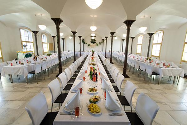 Modern Halls & Banquet Room Pictures for Wedding Receptions | LoveToKnow
