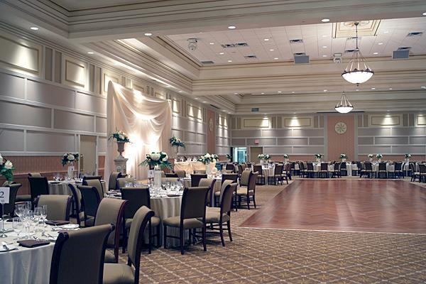 https://cf.ltkcdn.net/weddings/images/slide/149004-600x400-Dance-Floors.jpg