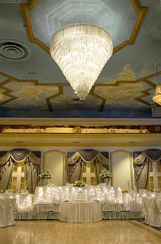https://cf.ltkcdn.net/weddings/images/slide/149010-329x500-Lighting.jpg