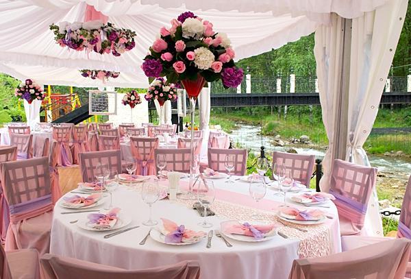 https://cf.ltkcdn.net/weddings/images/slide/149012-600x407-outdoors.jpg