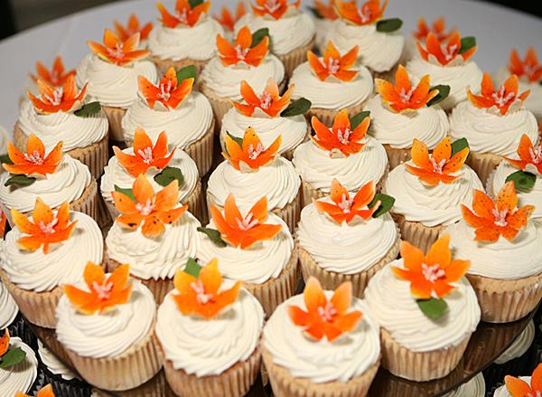 Beach themed wedding cupcakes lovetoknow junglespirit Image collections