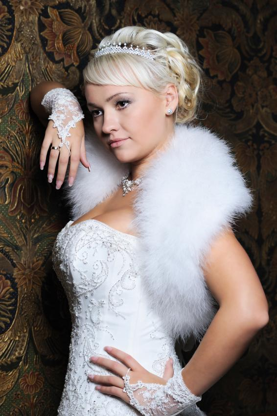 https://cf.ltkcdn.net/weddings/images/slide/158170-566x848r1-Fur-accent.jpg