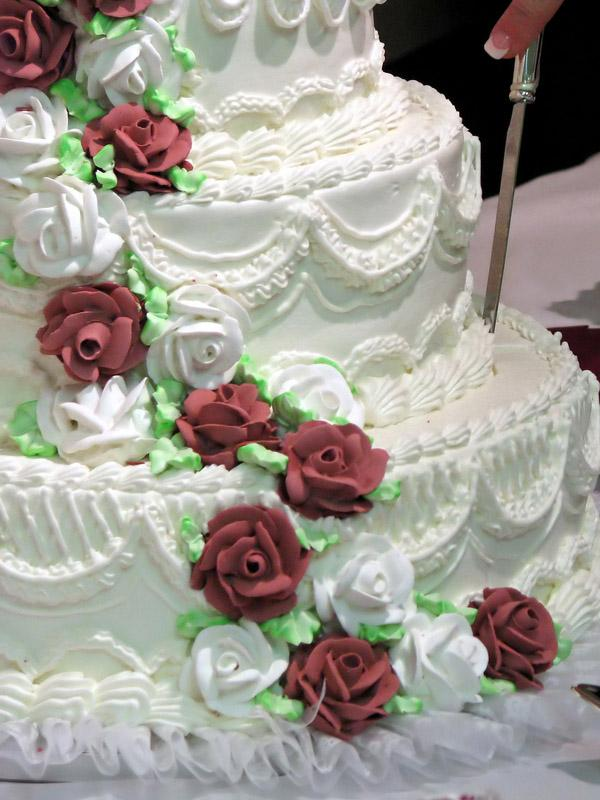 Buttercream wedding cake designs lovetoknow extravagant cake design junglespirit Gallery