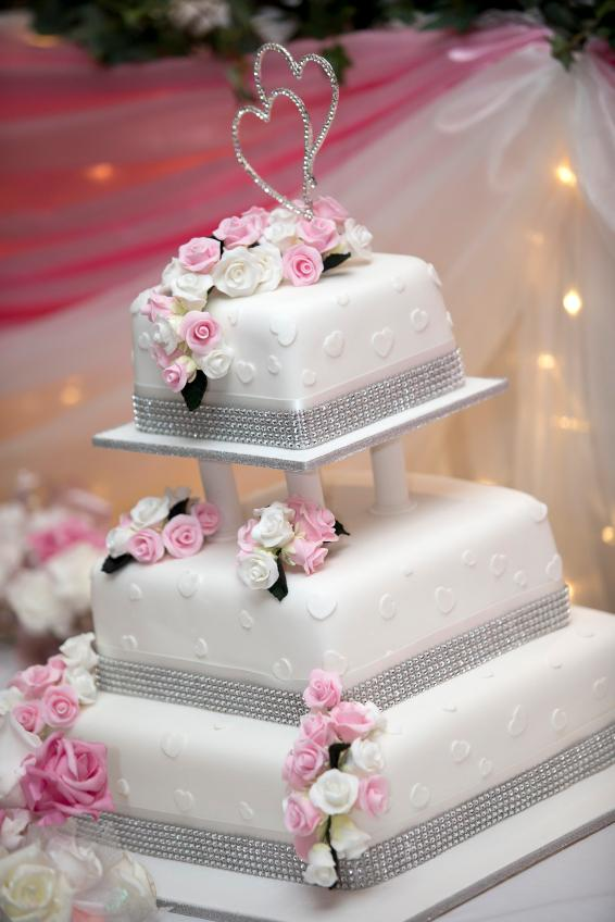 Pictures of square wedding cakes lovetoknow square wedding cake with negative space between layers junglespirit Gallery
